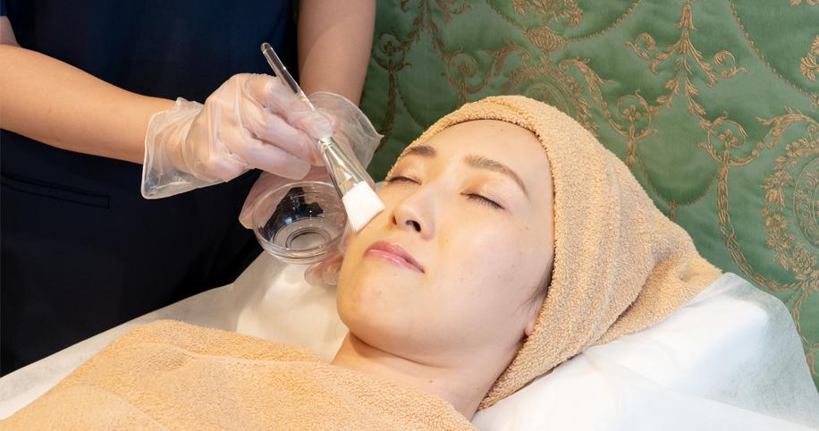 肌の内部からハリ・弾力を取り戻すツヤ肌治療マッサージピール